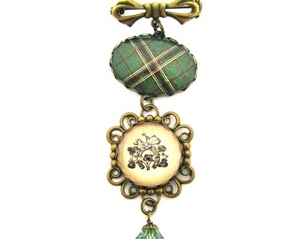 Irish Tartan Jewelry - Ancient Romance Series - Murphy Tartan Sweet Bow with Shamrock Horseshoe Charm & Peridot Swarovski Crystal