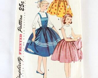 "1950s Sewing Pattern / Girl's Skirt Pattern / Simplicity 1067 / Full Skirt with Bib / Size 10 Waist 24"""