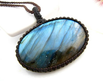 Labradorite stone, Labradorite necklace, crystal necklace, Macrame Necklace, Labradorite pendant, blue lover, Eco chic, blue stone,