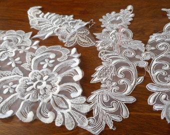 Set of 4 VINTAGE White Lace Needlework Trim Appliques  L6