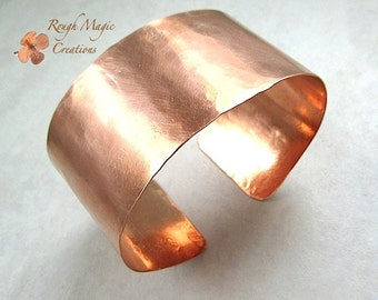 Plain and Simple Raw Copper Cuff Bracelet. 1 Inch Wide Cuff. Shiny Bright Copper Metal. Hammered Metalwork. Unisex Jewelry for Men and Women
