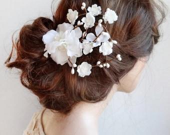 bridal hair flower, bridal hair vine, bridal headpiece, white flower hair clip, floral hair comb, wedding hair piece, white flower headpiece