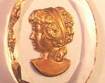 1 Gold Embossed Dimensional Lady Cameo Cabochon