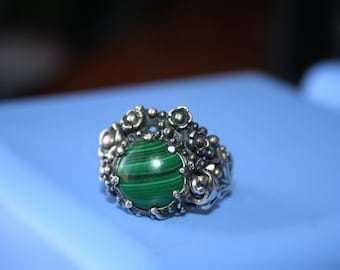 Vintage Big  Sterling Silver flowers , frog   with  Malachite  stone, garden   Ring Twig Diorama  Stunning in size 8.5