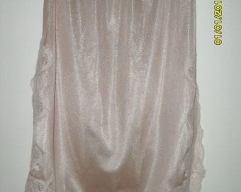 Vintage 70s Beige Half Slip with Lace Trim by Flair, Size Petite / Small