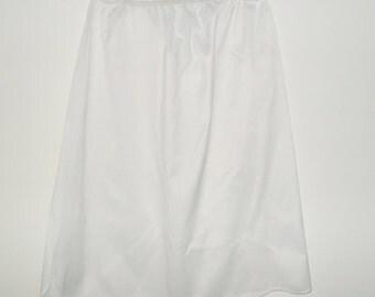 Vintage White 1950s Vanity Fair Scalloped Hem Slip. Size Large / L