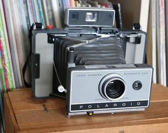 Mod 1960's Polaroid Land Camera Automatic 230