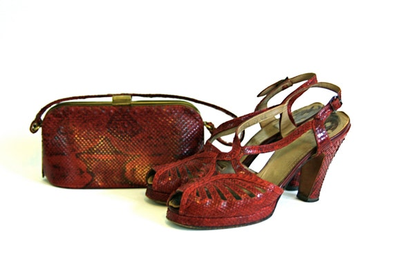 RESERVED! LAYAWAY! --- 40s Platform Heels 1940s Snakeskin Shoes & Handbag SET Vintage Python High Heel Pumps/ 40s Box Purse Bag/ Size 8.5 -9
