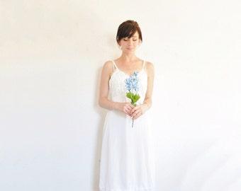 1960 white eyelet lace slip dress . classic mod scalloped full slip lingerie .medium