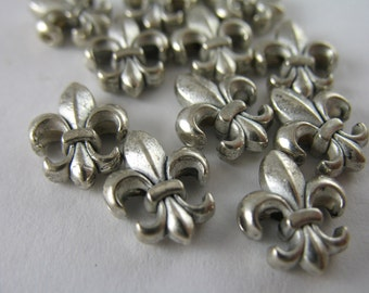 12 Fleur de Lis Metal Beads French Inspired Silver Beads Lot Rosary Supplies (M8)