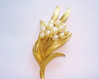 Signed Crown Trifari Pearl Brooch Gold Tone