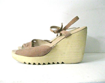 Vintage 70s wedge sandals / Suede Boho ankle strap wedge heel shoes / Size 9 Butterfly Hippie sandals