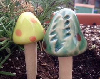 GRATEFUL BOLT garden spikes- set of 2