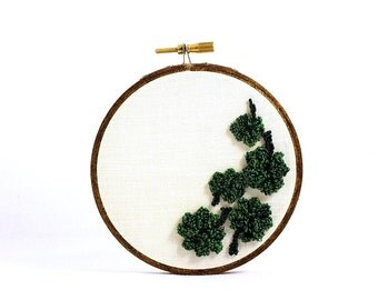 St. Patrick's Day Decor. Shamrock 4 Leaf Clover Embroidery Hoop Art Punchneedle Embroidery. 4 Inch Hoop. Green White. Irish Decor. Ireland.