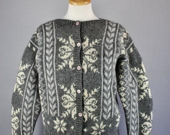 Vintage 80s Women's Wool Nordic Snowflake Norwegian Style Ski Lodge Cabin Fall Winter Back to School Cardigan Sweater