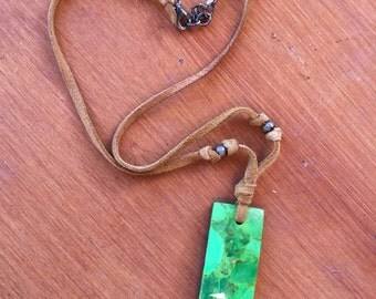 Vintage 70s - Green pendant choker on suede beaded chain