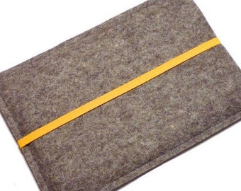 Felt cover for ebook reader with elastic strap