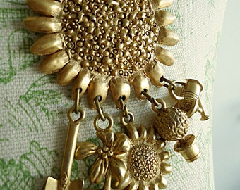 SunFloWer's GoLd Vintage Gold Tone Statement Pin Sunflower Garden Tools Fun Novelty Brooch