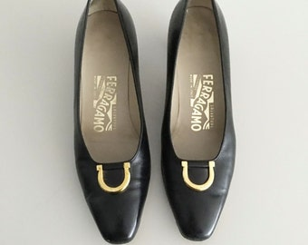 Vintage Salvatore Ferragamo Horseshoe Pumps / Black Italian Leather Heels / Gold Hardware / Size 6.5