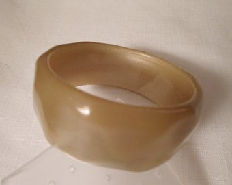 TAN MOONGLOW BANGLE / Cat Eye Bracelet / Faceted Lucite Cuff / Best Plastics / Wide / Chunky / Mid-Century Modern / Retro / Chic / Accessory