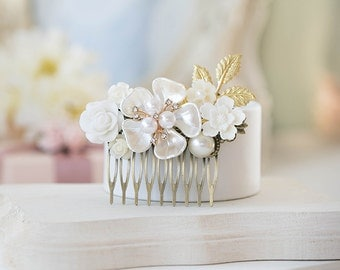 Wedding Hair Comb, White Ivory Floral Bridal Comb, Vintage Style Collage Hair Accessory, Mother of Pearl Gold Leaf Rose Flower Comb