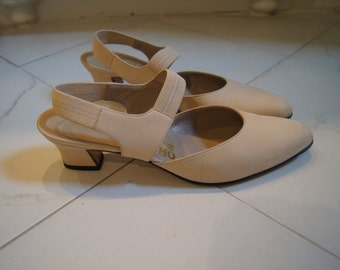 Vintage Ferragamo Heels Kitten Heels Nude Heels Low Heels Ferragamo Pumps Nude Pumps Size 8 Heels Narrow Heels Nude Pointy Toe Heels