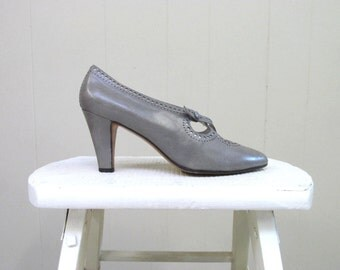Vintage 1980s Shoes / 80s Does 20s Pearl Gray Leather Pumps Anne Klein / Size 5 1/2 US