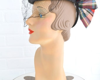 1940s Black Straw Tilt Hat with Plaid Bow