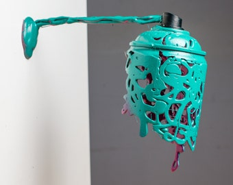 Floating spray paint can magnet