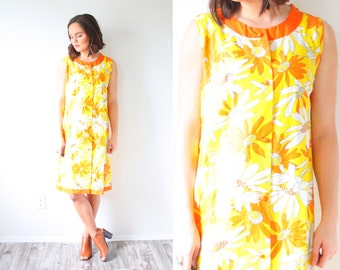 Vintage yellow 70's floral daisy dress // flowered dress // summer floral dress // pastel floral dress // Easter dress // 60's dress