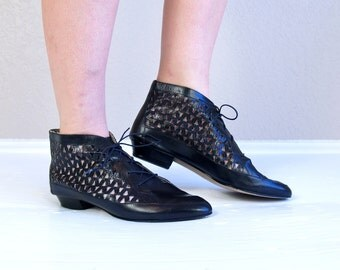 vtg 80s Cut Out LACE UP black leather Ankle BOOTS 8.5 avant garde Italian boho oxfords heels brogues preppy flats