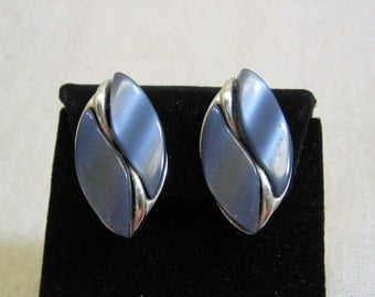 1960's Charcoal Gray Thermoset Plastic Silvertone Metal Clip Earrings