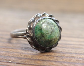 Green Turquoise Vintage Ring  //  Size 6.5