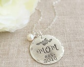 Personalized Mother Necklace . Mom Necklace . New Mom . Mommy Jewelry . Mother Gift . Floral Necklace . Mothers Day . Gift for Mom