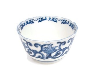 Vintage Chinese Porcelain Rice Bowl Blue and White Footed Ming Bowl Scalloped Edges Cobalt Blue Floral and Vines Oriental Planter