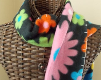 Flower Scarf, hippie boho scarf has big bright daisies in a 1970s style pattern, fleece scarf with blanket stitching, scarf with flowers