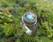 Labradorite Sterling Silver Ring. Round Dark Blue, Royal Blue and Green Flash Labradorite Stone. Thick Ornate Textured Band. US Ring 6.75