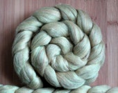 """Merino Firestar 'Sparkles Roving' in """"Buttercup"""" colorway - Creamy pale yellow and firestar sparkles blend - Spinning Braid Fiber"""