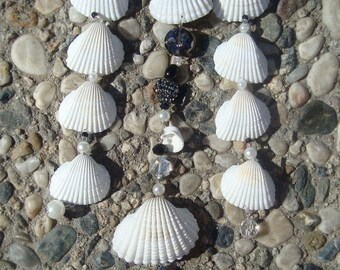 Valentine's Black Heart White Scallops Sea Shell Crystal Pearl Mobile Wind Chime Suncatcher