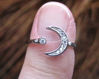 Vintage 925 Sterling Silver Moon and Star CZ ring