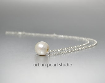 Floating Pearl Necklace, Single Pearl Necklace, Maid of Honor Gift, Bridesmaids Gifts, Bridesmaid Jewelry, Big Pearl Necklace