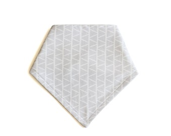 Organic Bandana Bib || Triangles Grey || Ouba Exclusive
