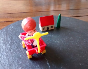 Mini cute plastic red wagon vintage 80s McDonalds Happy Meal toy kawaii garden cart moving wheels handle terrarium garden Grad Fathers day