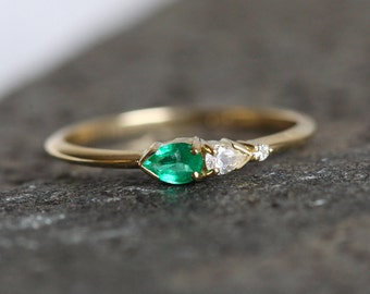 Emerald And Diamond Ring, Diamond Emerald Ring, Cluster Ring, Three Stone Ring, Emerald Cluster Ring, Emerald Engagement Ring, MinimalVS
