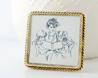 Reading Mother Brooch – Mother's Day Gift – Mother's Jewelry - Gifts For Mom - Gifts For Grandma – Teacher Gifts