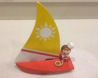 ENESCO HANPAINTED SAILBOAT 1984 adorable hand made wooden Sailboat and Sailor Gs5c-599