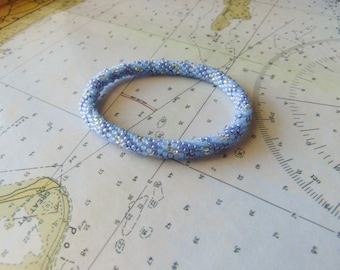 Roll-On Bead Crochet Bracelet (Periwinkle, Gold, and Baby Blue)