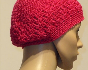 Crochet hat made of pink wool