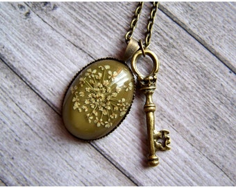 Necklace with Cameo dried flower