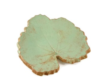 Green Hollylock Leaf - pottery - pastel green - pistachio - ring dish - spoon rest